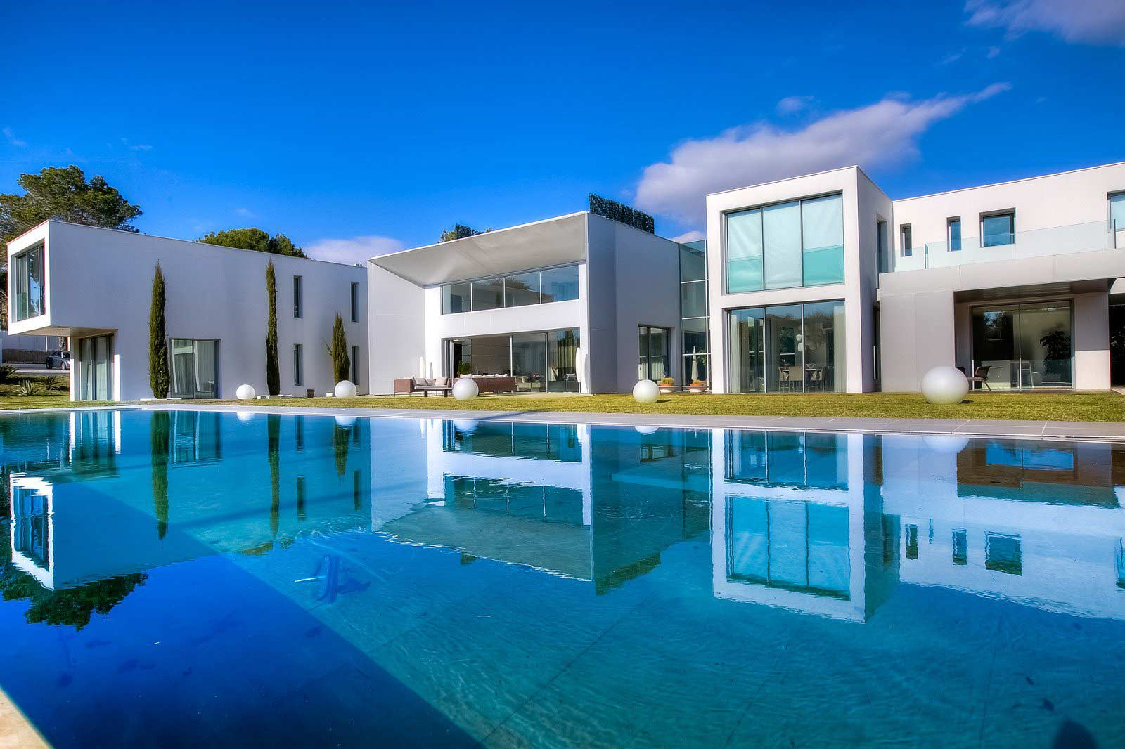 Mougins - France - House , 9 rooms, 6 bedrooms - Slideshow Picture 2