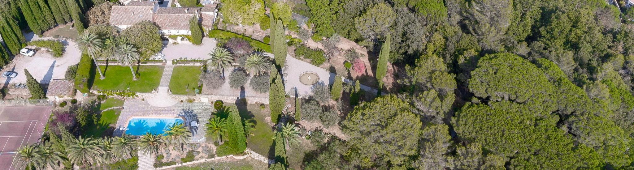 AURIBEAU SUR SIAGNE - 06810 ARRI�RE PAYS CANNOIS - Exceptionnel domaine d'environ 4 hectares, le c...